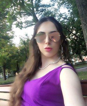 Monica, 25